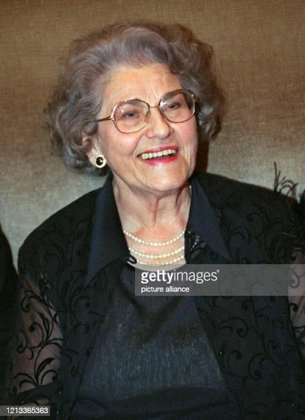 Die Mutter von TVStar Thomas Gottschalk Rutila Gottschalk ist laut Bildzeitung vom Montag am 10 Juni im Alter von 82 Jahren verstorben Der Showmaster...
