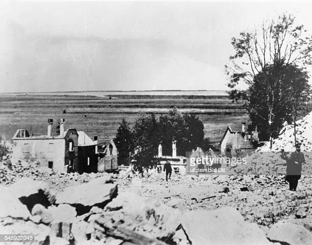 Die nach der Ermordung des Stellvertretenden Reichsprotektors Reinhard Heydrich niedergebrannte Bergarbeiter-Siedlung Lidice ; die Ruinen wurden am...
