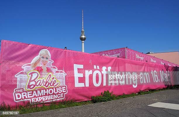 Die Nachbildung der BarbiePuppenVilla in Rosa und Pink kommt nach Berlin an die Voltairestrasse 2a hinter dem ALEXA Es sollte urspruenglich gestern...