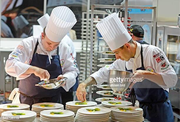 Die Nationalmannschaft von Wales kocht in Erfurt auf der Messe waehrend der Internationale Kochkunstausstellung Olympiade der Koeche Bis zum 10...