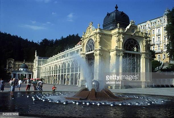 Die Neuen Kolonnaden mit Springbrunnen 00071995