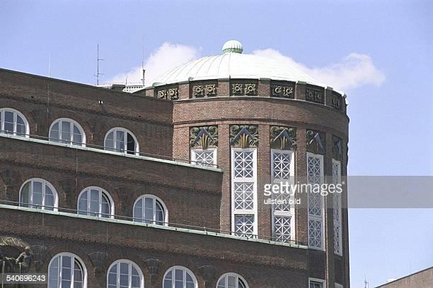 Die oberen Etagen und das Dach Finanzamt am Gänsemarkt Nummer 36 / Ecke Valentinskamp Hamburg Innenstadt