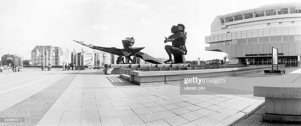 Berlin ICC - Skulptur Ecbatane v. Jean Ipousteguy : Nachrichtenfoto