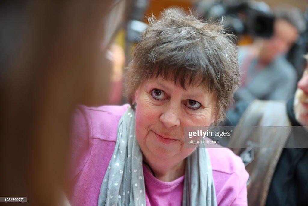 Die Putzfrau Und Schriftstellerin Susanne Neumann Vor Dem Beginn