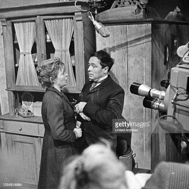 Die Ratten, Fernsehspiel, Deutschland 1959, Regie: John Olden, Darsteller: Gisela von Collande, Walter Richter .