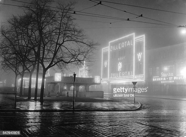 Die Reeperbahn bei Nacht mit Blick auf das Lokal Zillertal und die Stenka Bierstuben Bavaria St PauliNachtaufnahme 1953