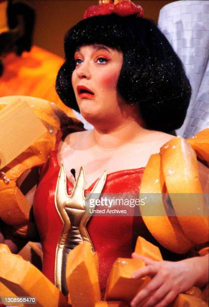 """""""Alles nichts oder?!"""" von 1988-1992. / HELLA VON SINNEN im Gag-Kostüm / Überschrift: ALLES NICHTS ODER ?."""