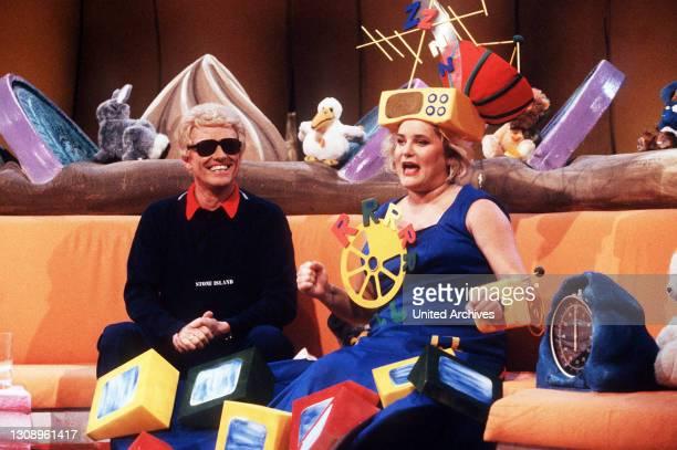 Die RTL Spielshow mit Promi-Gast: Heino und Moderatorin Hella von Sinnen. Sendung von 1990. / Überschrift: ALLES NICHTS ODER ?.