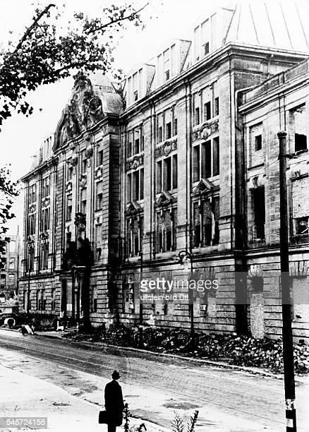 Die Ruine der GestapoZentrale an derNiederkirchnerstrasse 1901 1905errichtet nach Entwürfen des Ministeriumsfür Öffentliche Arbeiten...