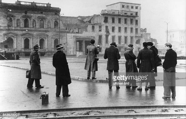 Die Ruine des Baues, 1928-1930 nach demEntwurf des Architekten Eduard JobstSiedler errichtet als Erweiterungsbau desReichskanzler-Palais, am Tag...