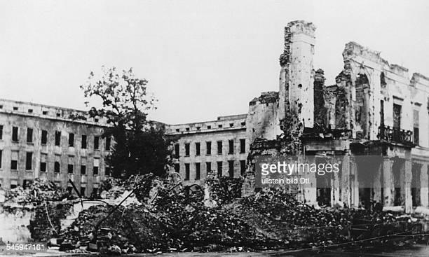 Die Ruine des ehem. Reichsministeriumsfür Volksaufklärung und Propaganda; im Hintergrund: zwei Flügeldes Erweiterungsbaues des Ministeriumsaus der...