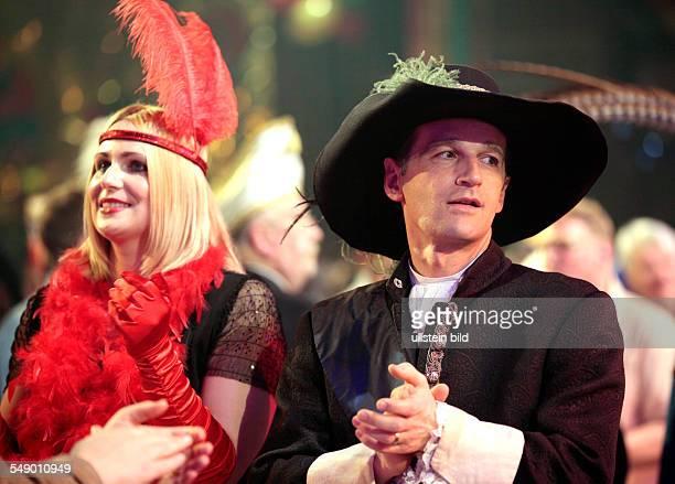 Die Saarländische Narrenschau 2012 in Wadern. Im Bild: Heiko Maas mit Ehefrau Corinna.