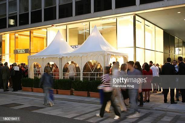 Die Salvatore Ferragamo Shoperöffnung In Hamburg Am 060906