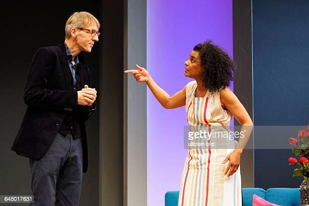 Die Schauspieler Adisat Semenitsch als Marlene und Andreas Schmidt als Rainer am bei der Fotoprobe zum Theaterstück MITTENDRIN in der Berliner...