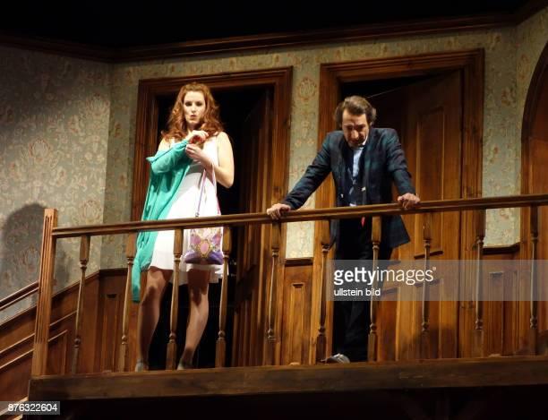 Die Schauspieler Boris Aljinovic Nadine Schori aufgenommen bei den Proben zu dem Stück Der Nackte Wahnsinn im Renaissance Theater in Berlin Regie...