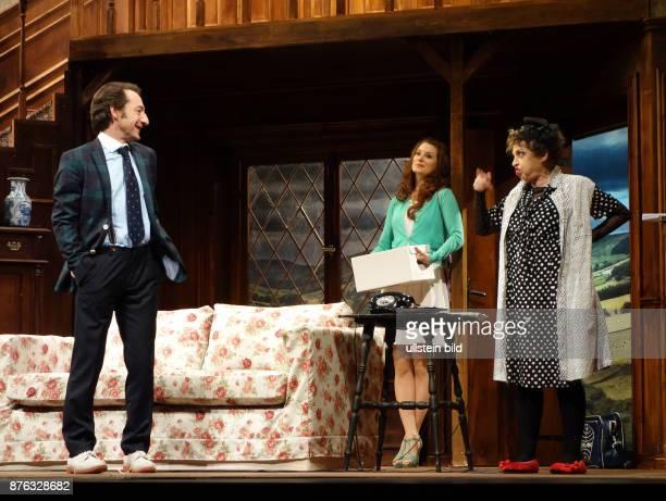 Die Schauspieler Boris Aljinovic Nadine Schori Katharina Thalbach aufgenommen bei den Proben zu dem Stück Der Nackte Wahnsinn im Renaissance Theater...