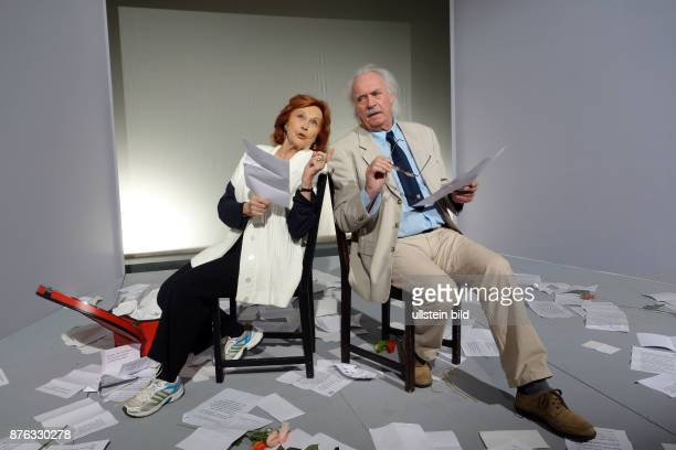 Die Schauspieler Brigitte Grothum und Achim Wolff aufgenommen bei Proben zu dem Theaterstück Geliebter Lügner im Schlosspark Theater in Berlin...