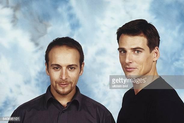 Die Schauspieler der Fernsehserie 'Alarm für Cobra 11' Erdogan Atalay und René Steinke. Aufgenommen um 1999.