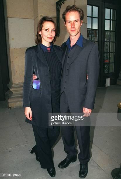 Die Schauspieler Ina Rudolph und Holger Daemgen kommen am 9.9.2000 zu einer Feier in Berlin. Aus Anlass des 50jährigen Bestehens der ARD fand im...
