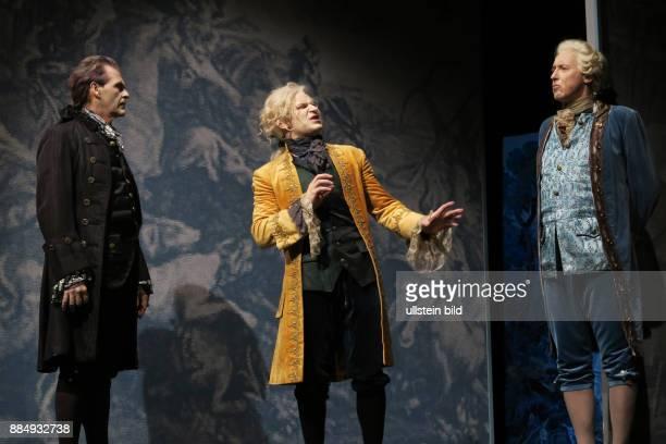 Die Schauspieler Marko Pustisek Johann Fohl Harald Effenberg vl aufgenommen bei Proben zu dem Theaterstück Amadeus im SchlossparkTheater in Berlin...