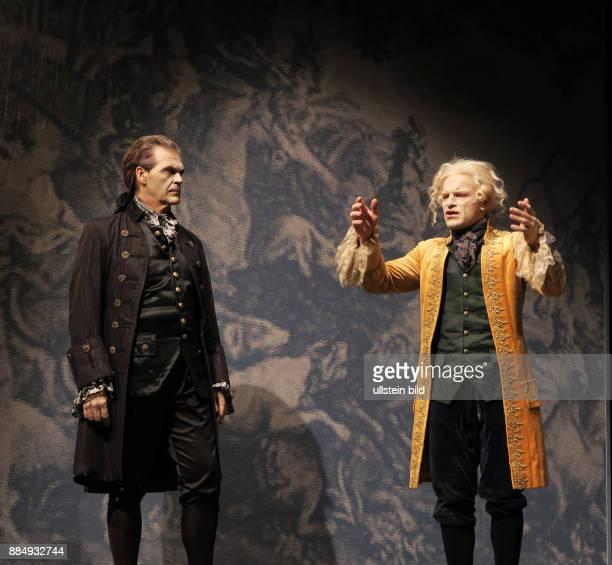 Die Schauspieler Marko Pustisek Johann Fohl vl aufgenommen bei Proben zu dem Theaterstück Amadeus im SchlossparkTheater in Berlin Steglitz Regie...