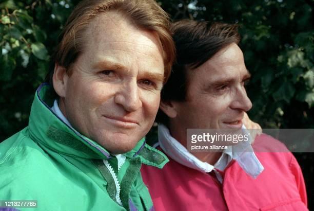 Die Schauspielerbrüder Fritz und Elmar Wepper, aufgenommen am 6.12.1994 in Berlin. Der in 281 Folgen als Derrick-Assistent Harry Klein auch...