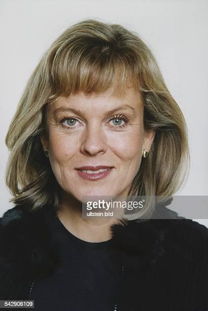 Die Schauspielerin Andrea L'Arronge ist in drei Folgen der ARDFernsehserie 'Klinik unter Palmen' zu sehen Aufgenommen 2000