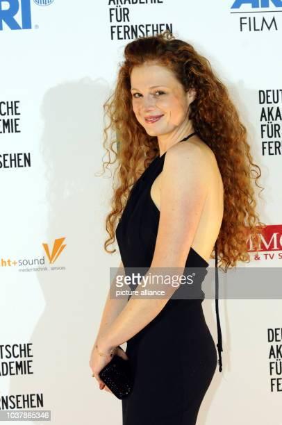 Die Schauspielerin Anja Antonowicz kommt am in Köln zur 1 Verleihung der Preise der Deutschen Akademie für Fernsehen für herausragende Leistungen im...