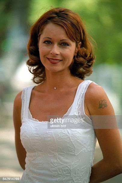 Die Schauspielerin Christina Plate mit einer Tätowierung am linken Oberarm