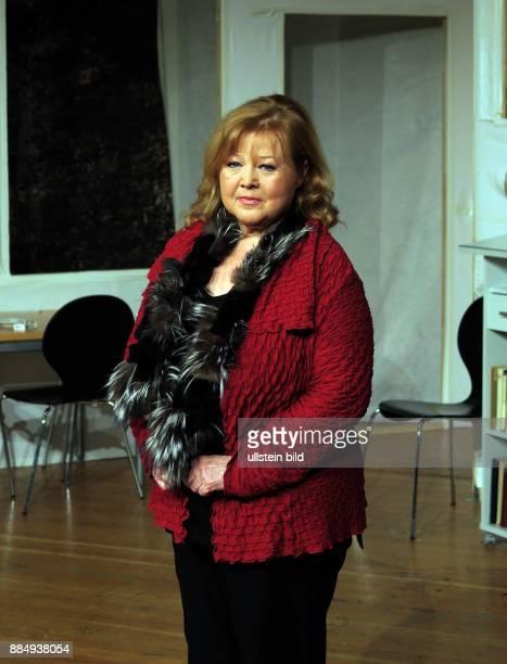 Die Schauspielerin Franziska Troegner aufgenommen bei Proben zu dem Theaterstück Einer flog über das Kuckucksnest im Schlosspark Theater in Berlin...