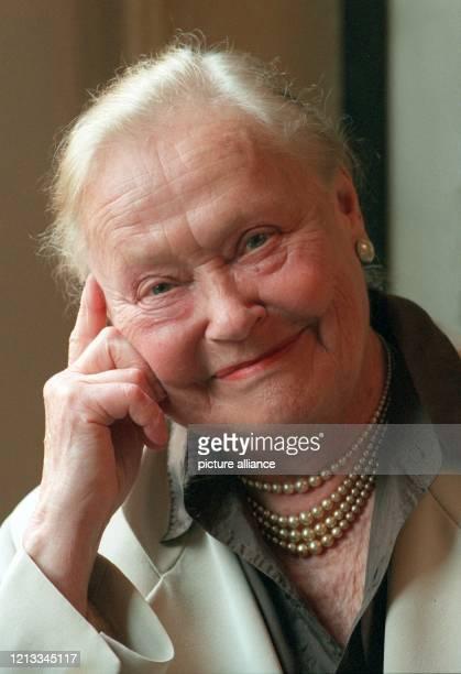 Die Schauspielerin Manja Behrens , langjähriges Ensemblemitglied am Berliner Gorki Theater, ist tot. Die in Dresden geborene Schauspielerin starb...