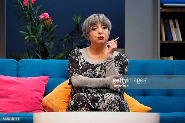 Die Schauspielerin Manon Strache als Muga Lu am bei der Fotoprobe zum Theaterstück MITTENDRIN in der Berliner Komödie am Kurfürstendamm, Premiere