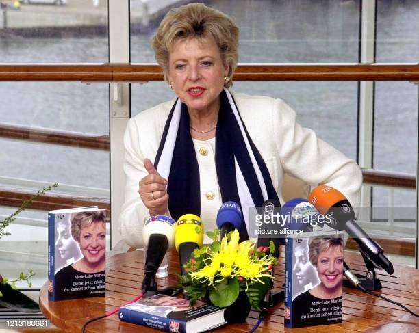 """Die Schauspielerin Marie-Luise Marjan alias «Mutter Beimer» aus der ARD-Erfolgsserie «Lindenstraße» stellt am 1.8.2000 auf dem Luxusliner """"Europa"""" im..."""