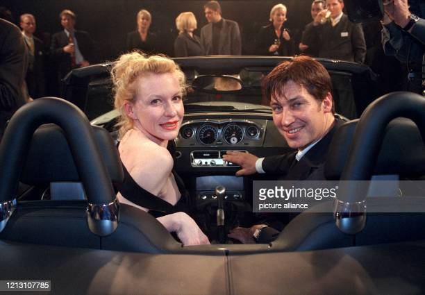 """Die Schauspielerin Sunnyi Melles und ihr österreichischer Kollege Tobias Moretti sitzen am Abend des 30.3.2000 bei dem so genannten """"Frühlingsevent""""..."""