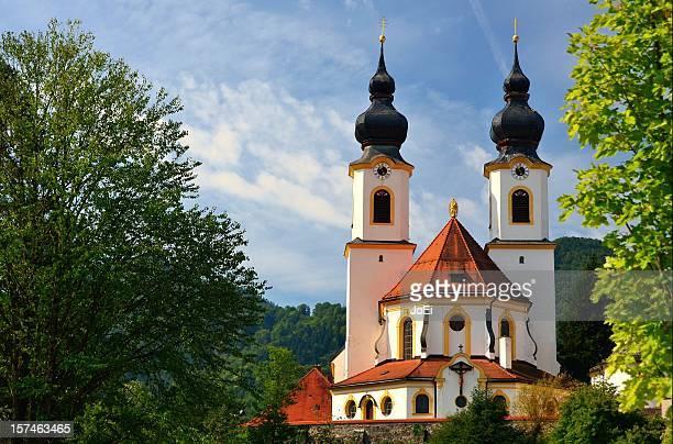 die schöne kirche von aschau im chiemgau - kirche stock pictures, royalty-free photos & images