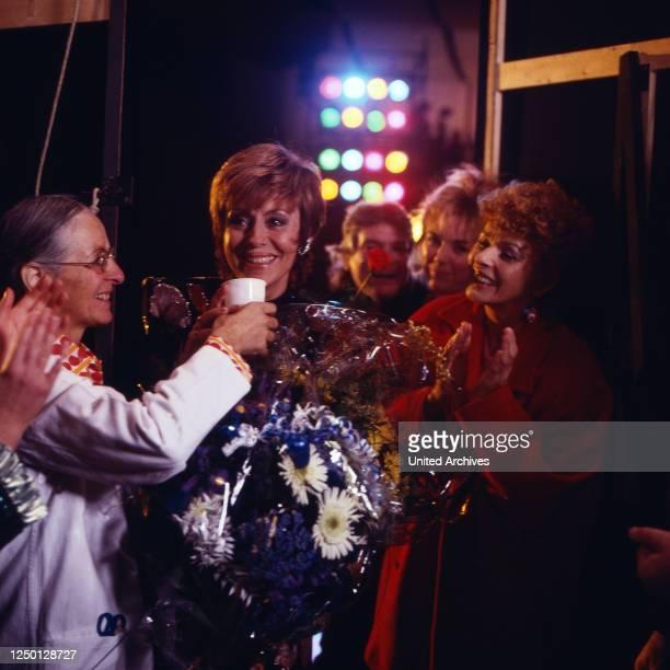 Die schnelle Gerdi, Fernsehserie, Deutschland 1989, Darsteller: Caterina Valente, Senta Berger.