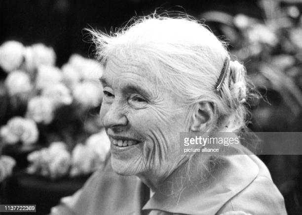 Die Schriftstellerin Anna Seghers hier an ihrem 80 Geburtstag am in Berlin ist am 1 Juni 1983 in Ostberlin gestorben Sie wurde am 19 November 1900 in...
