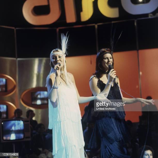 Die schwedische Pop Group ABBA , Auftritt in der ZDF-Musiksendung Disco, 1974. Photo: Anni-Frid und Agnetha .