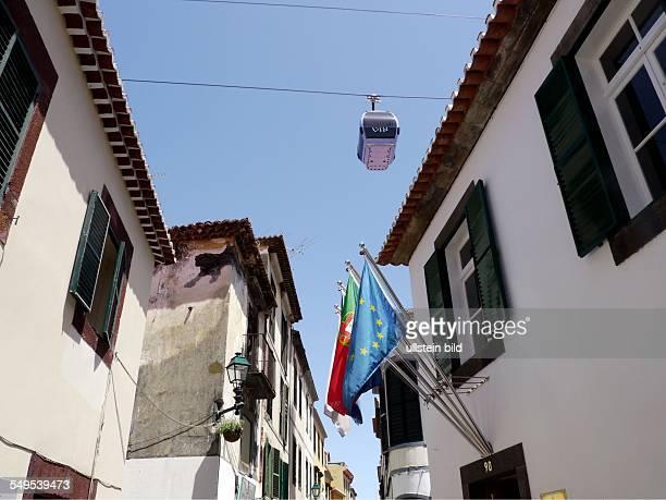 Die Seilbahn von Funchal nach Monte führt direkt über die Dächer der Altstadt von Funchal Hier Viele Infrastrukturprojekte auf Madeira wurden mit...