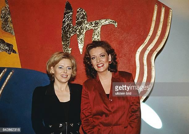 Die Sendung Talkillustrierte im Neuen Studio Lokstedt mit den Moderatorinnen Eva Herman in schwarzer Kleidung und Bettina Tietjen in roter Kleidung...