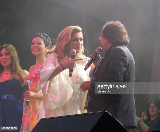 Die Sänger Albano Carrisi Al Bano und Romina Power aufgenommen bei ihrem Konzert in der Waldbühne in Berlin Charlottenburg Die beiden standen seit 20...