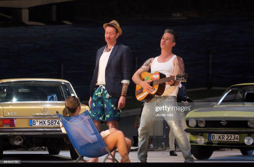 Die Snger Cornelia Zink Marianne Tom Erik Lie Alfred Adrian Strooper Oskar Vl Aufgenommen Bei Proben Zu Geschichten Aus Dem Wiener Wald In Der