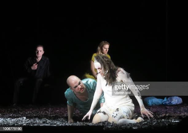 Die Sänger Eric Jurenas Ivan Tursic Anna Bernacka Nicola Chevalier aufgenommen bei Proben zu Medea in der Komischen Oper in Berlin MItte Regie führt...