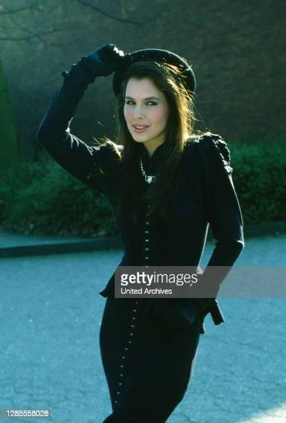 Die Spielbude, Unterhaltungsshow, Deutschland 1982 - 1989, Gaststar: amerikanische Sängerin Bonnie Bianco.