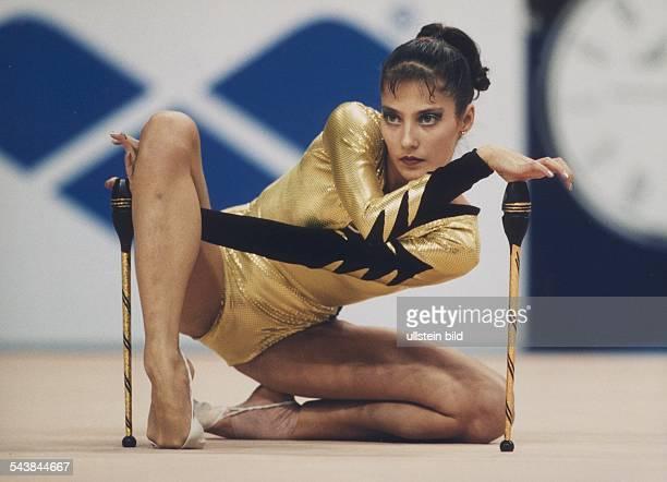 Die Sportgymnastin Elena Witrischenko aus der Ukraine bei den Weltmeisterschaften in der Rhythmischen Sportgymnastik in Berlin vom 2326 Oktober 1997...