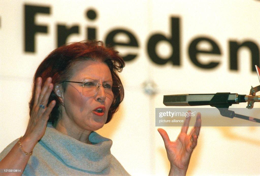 """Wieczorek-Zeul wirbt für """"Frieden"""" in der Partei : News Photo"""