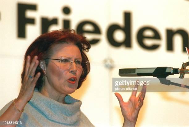 Die stellvertretende SPDBundesvorsitzende Heidemarie WieczorekZeul während ihrer Rede vor den 270 Delegierten des Außerordentlichen Bezirksparteitags...