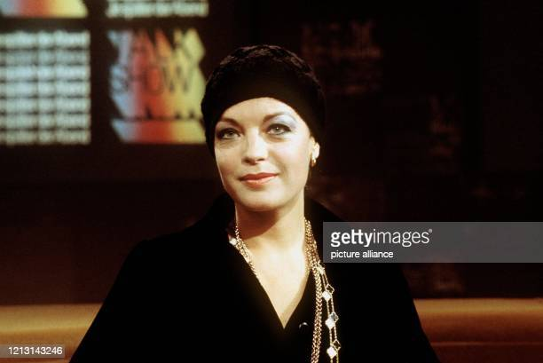 Die österreichische Schauspielerin Romy Schneider während der ARDTalkshow im November 1974 Schon als 17jährige hatte sie in der Trilogie Sissi ihren...