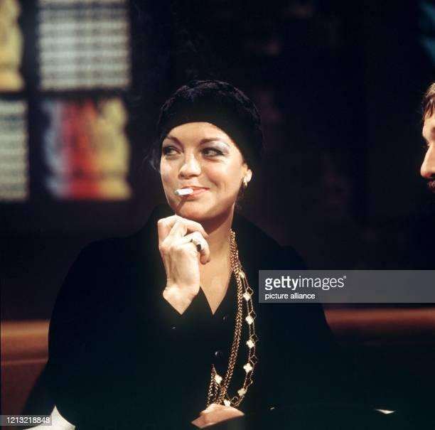 """Die österreichische Schauspielerin während der Talkshow """"Je später der Abend"""" am 30. Oktober 1974. Schon als 17jährige hatte sie in der Trilogie..."""