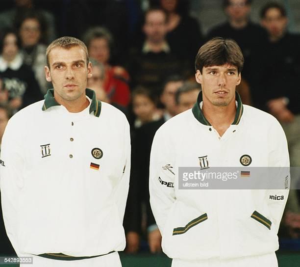 Die Tennisspieler Markus Zoecke und Michael Stich spielten 1995 beim Daviscup gegen Kroatien in Karlsruhe Aufgenommen Februar 1995